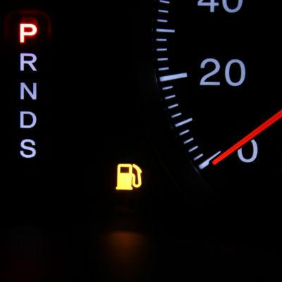 トラックの警告灯が点灯するのはどんな場合?